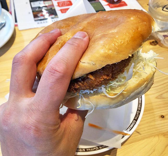 キムタク ハンバーガー 持ち 方